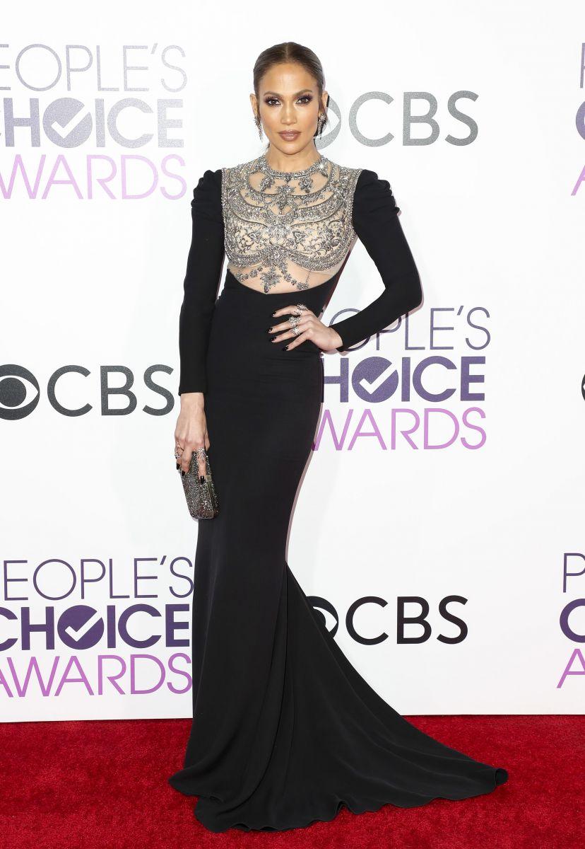 Лучшие наряды звезд на церемонии People's Choice Awards (ФОТО)