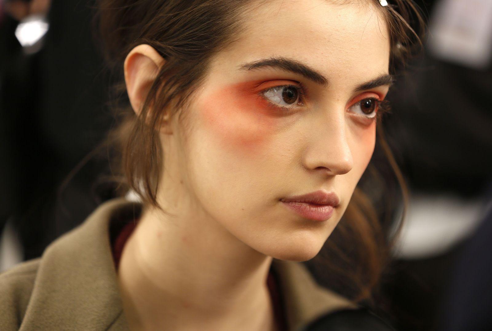 Эффект заплаканных глаз с показа Giorgio Armani Prive стал трендом весны в макияже (ФОТО)