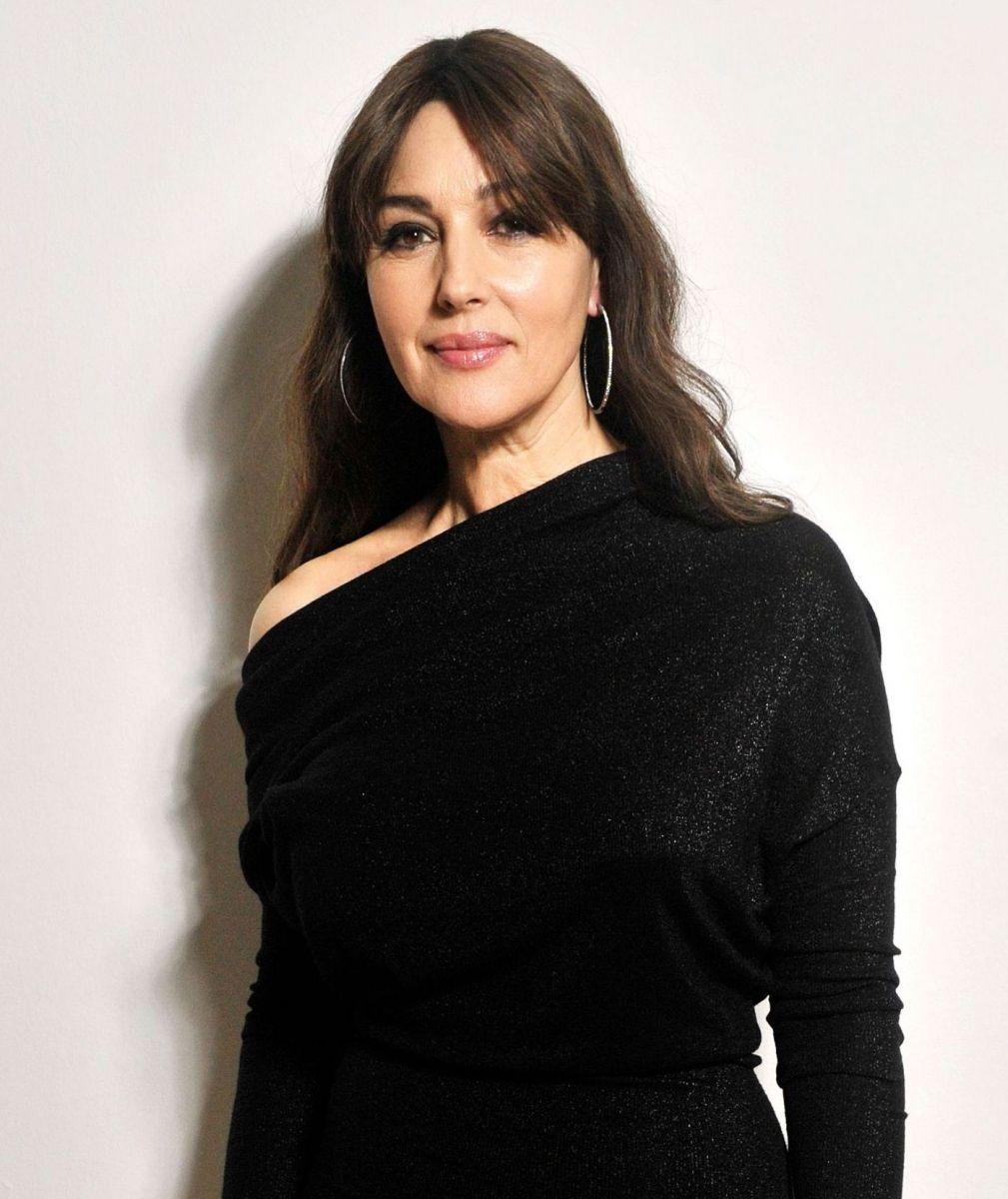 Моника Беллуччи покорила изысканным образом в винтажном платье от Dior (ФОТО)