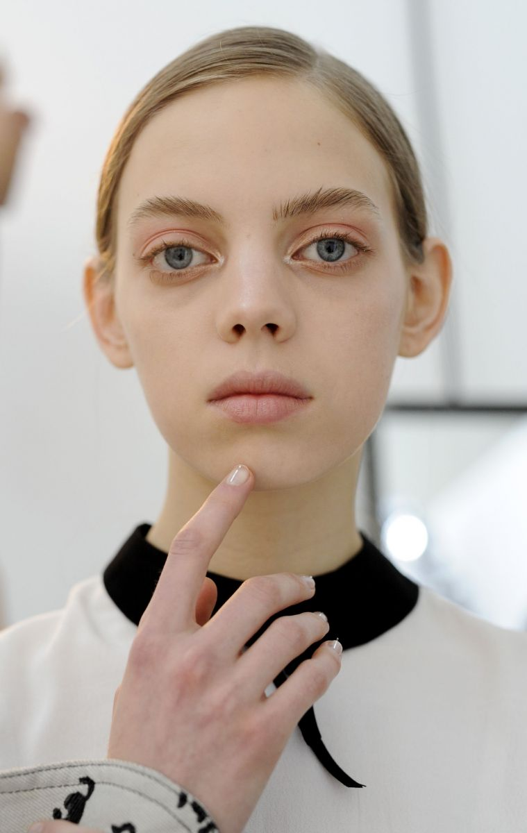 Как правильно использовать розовые тени для создания трендового макияжа глаз (ФОТО)