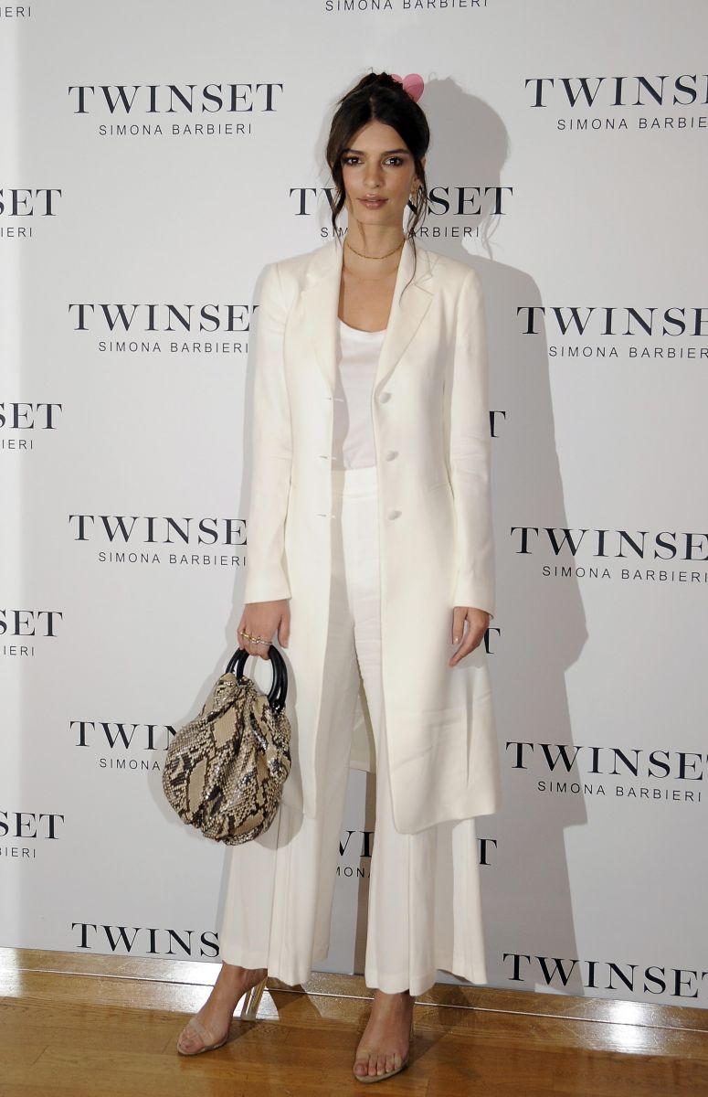 Образ дня: Эмили Ратаковски в наряде TwinSet в Милане (ФОТО)