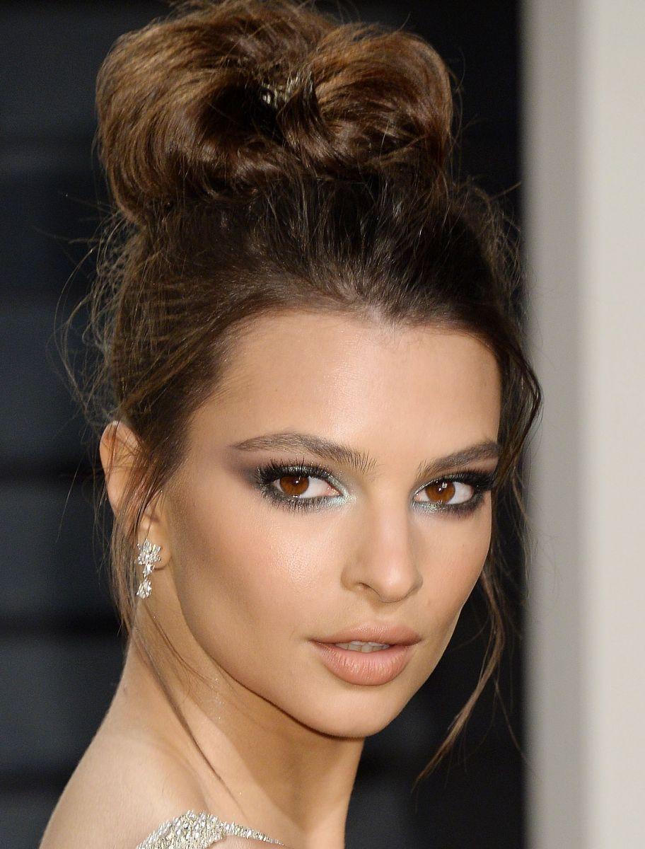 Эмили Ратаковски показала сексуальный вариант макияжа глаз в стиле русалочки на вечеринке Оскар 2017 (ФОТО)
