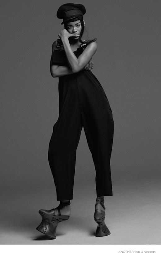 Привет, Александр! Красавица Рианна примерила наряды от Alexander McQueen