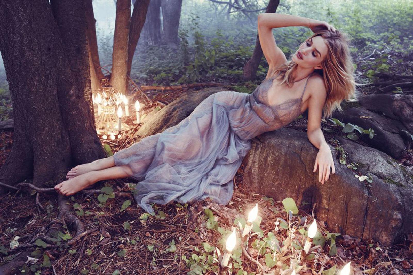 Лесная нимфа: соблазнительная Рози Хантингтон-Уайтли в новой фотосессии