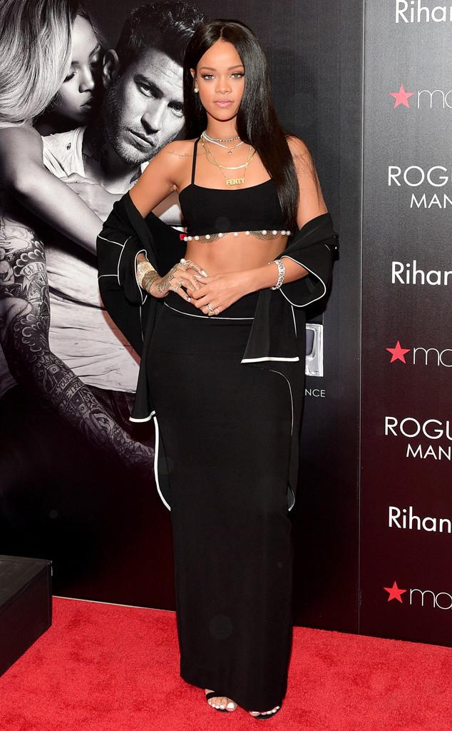 Рианна демонстрирует роскошную фигуру в наряде Adam Selman