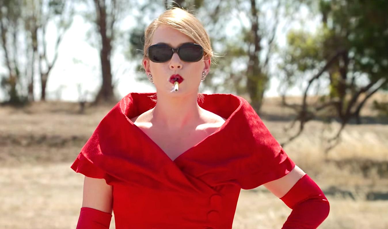 """В сети появился первый трейлер одного из самых ожидаемых фильмов года -  """"Портниха"""" с блистательной Кейт Уинслет в главной роли."""