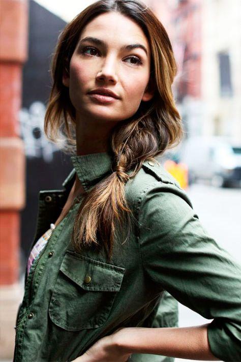 Новые варианты: стильная боковая коса на каждый летний день!