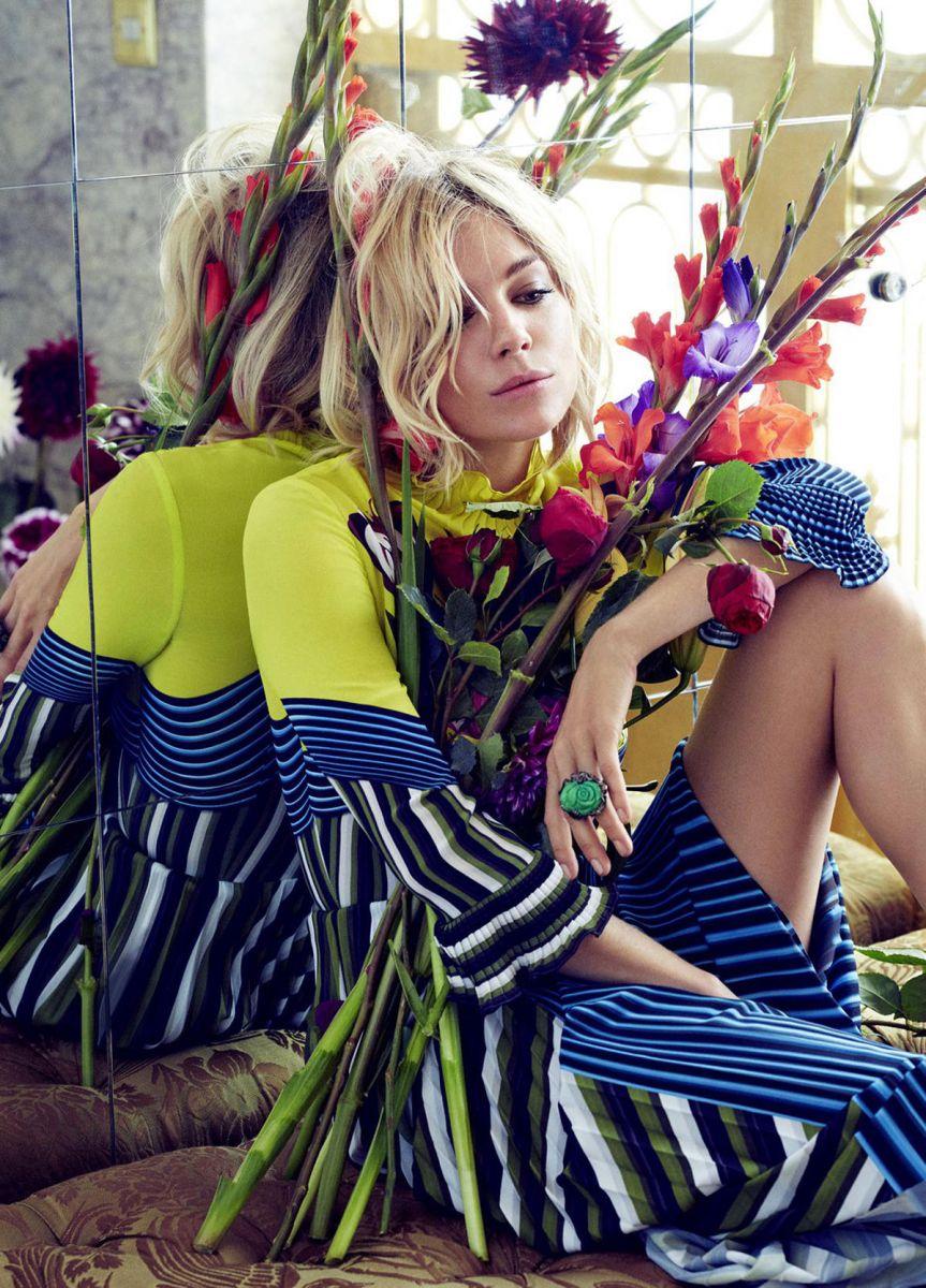 Цветочная фея: Сиенна Миллер примеряет женственные наряды