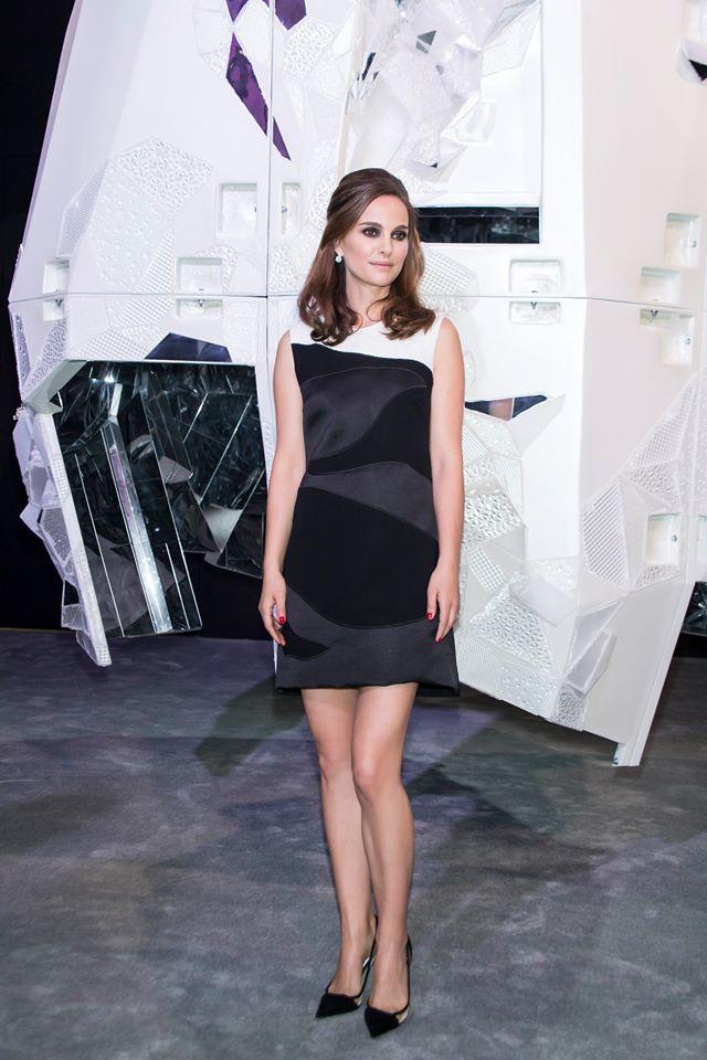 Мисс Диор: Натали Портман блистает в маленьком черном платье