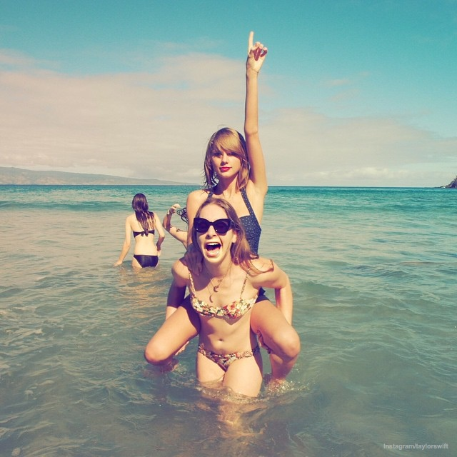 Тейлор Свифт в купальнике: красиво или ужасно?