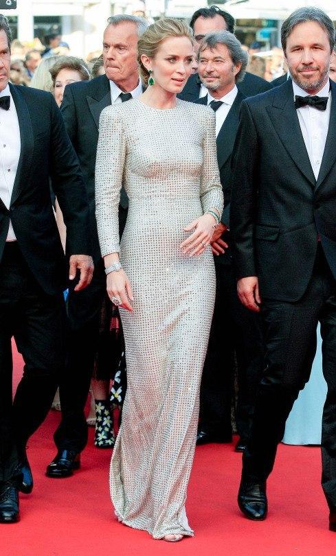 Обаятельная и привлекательная Эмили Блант показала сногсшибательный наряд от Stella McCartney