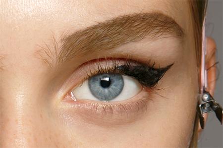 Кошачий взгляд: новые и оригинальные идеи для популярного макияжа