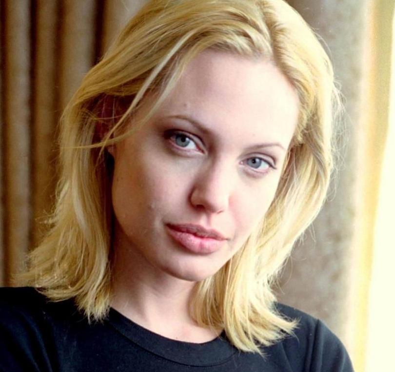"""Под копирку: найден еще один двойник - """"молодая Анджелина Джоли"""" взорвала instagram"""